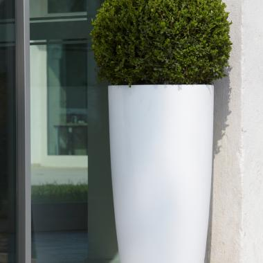 vaso in resina talos colore bianco